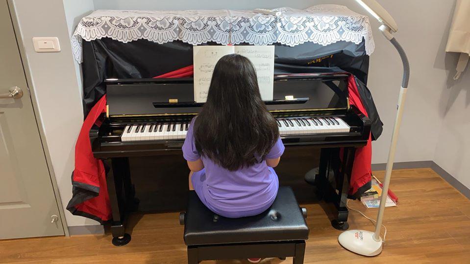 YAMAHA U3直立式鋼琴 與王同學